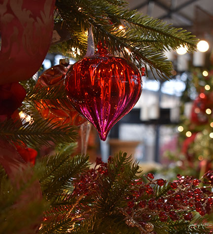 5-HOME-red-ornaments