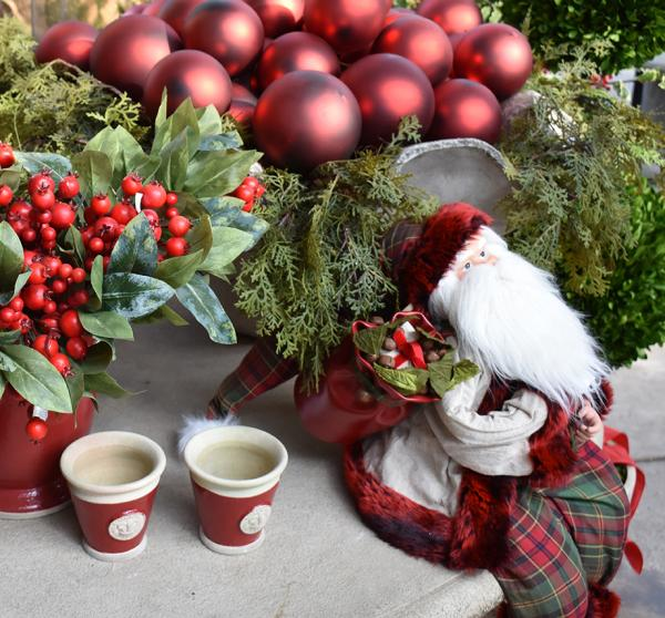 8-HOME-ornaments-santa